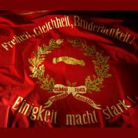 Sie ist der Stolz der SPD - Die Fahne vom Juni 1883